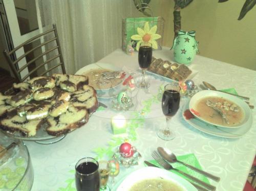 Un coltisor din masa noastra de Paste. Meniu de Paste: ciorba de miel, oua vopsite, cozonac, drob de miel, pasca si cateva mini-ecelere pentru a mai ...