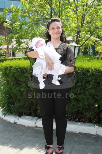 Ma numesc Moroi Alina, sunt din Bucuresti, am 29 de ani, casatorita, 2 copii.