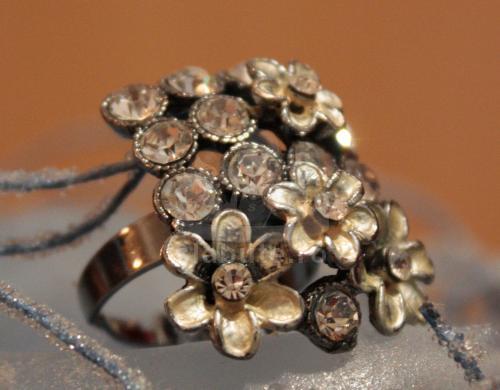 Am mai multe accesorii preferate... intr-un final, am ales acest inel sa participe la concurs :)