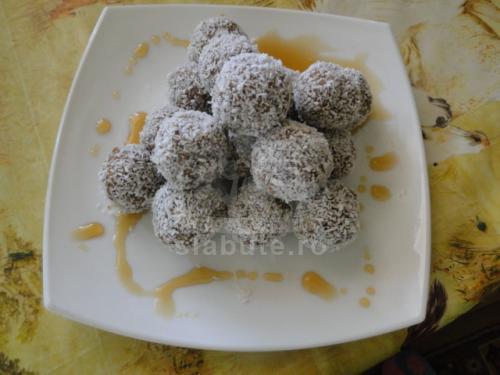 Bomboane Raw Ingrediente: curmale , stafide, nuca de cocos razuita si optional nuca macinata Mod de preparare: fructele confiate ( se pot folosi smochine, caise, etc) se hidrateaza ...