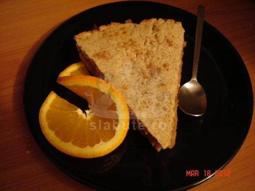 Prajitura cu mere Ingrediente:  Aluat: faina integrala de grau 430g 2 oua 100g ulei de floarea soarelui 100ml zahar brut 100g sare 2 g 1/2 lingurita praf de copt 2g lapte 45ml Umplutura: mere idared ...